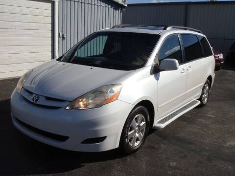 2008 Toyota Sienna for sale at Driving Xcellence in Jeffersonville IN