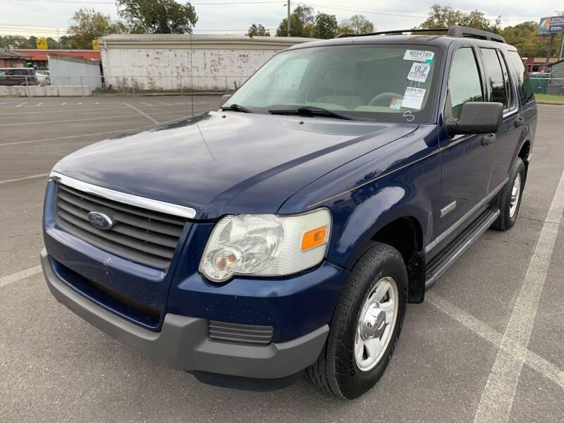 2006 Ford Explorer for sale at Diana Rico LLC in Dalton GA