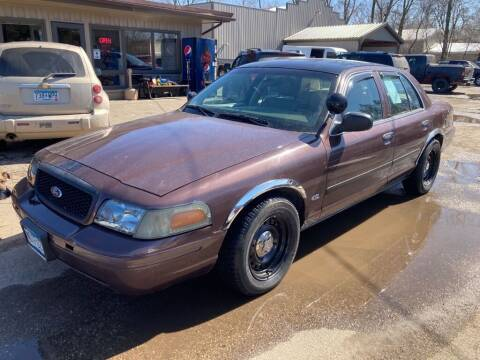 2004 Ford Crown Victoria for sale at COUNTRYSIDE AUTO INC in Austin MN