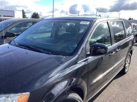 2014 Chrysler Town and Country for sale at Royal Moore Custom Finance in Hillsboro OR