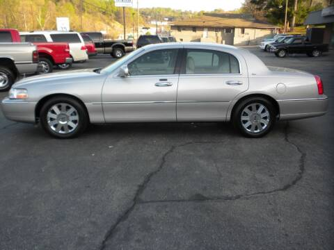 2003 Lincoln Town Car for sale at D & B Auto Sales & Service in Martinsville VA