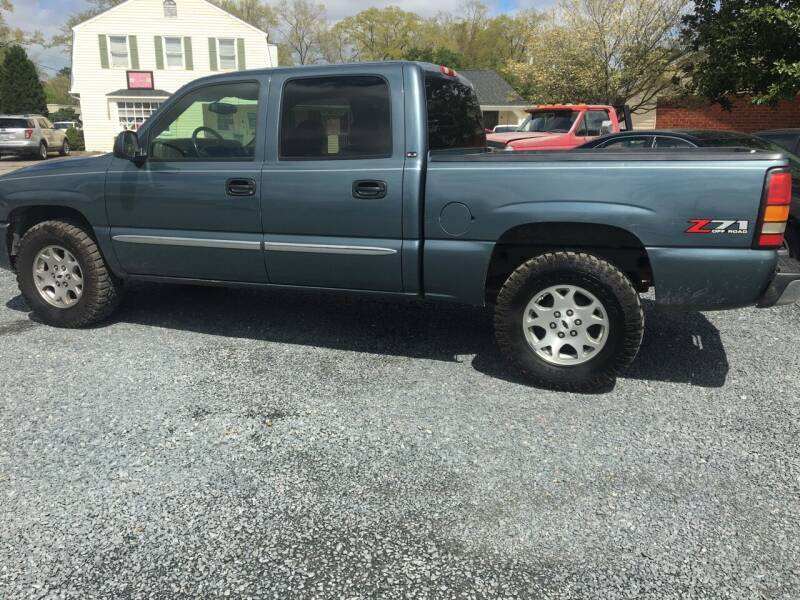 2006 GMC Sierra 1500 for sale at LAURINBURG AUTO SALES in Laurinburg NC