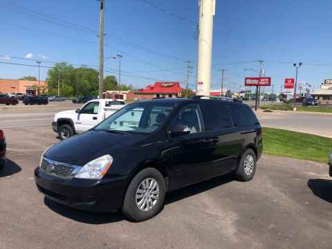 2011 Kia Sedona for sale at DILLON LAKE MOTORS LLC in Zanesville OH
