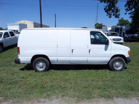 2006 Ford E-Series Cargo for sale at AUTO FLEET REMARKETING, INC. in Van Alstyne TX