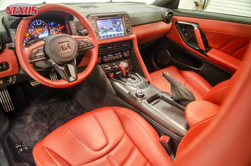 2019-nissan-gt-r-premium-awd-2dr-coupe.j