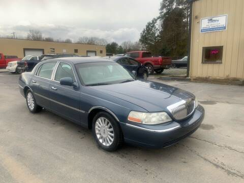 2005 Lincoln Town Car for sale at EMH Imports LLC in Monroe NC