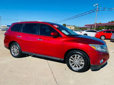 2015 Nissan Pathfinder for sale at Pioneer Auto in Ponca City OK
