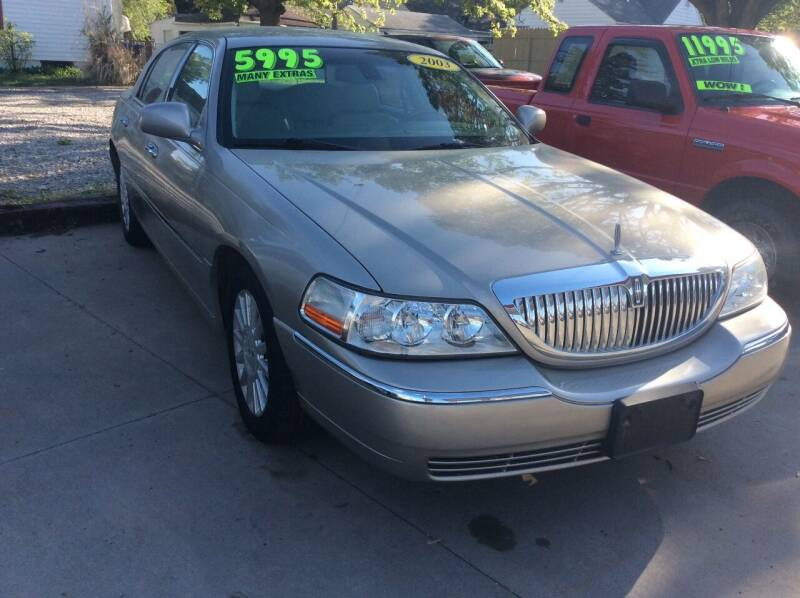 2003 Lincoln Town Car for sale at Harrison Family Motors in Topeka KS