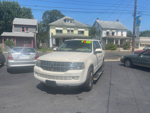 2008 Lincoln Navigator for sale at Roy's Auto Sales in Harrisburg PA