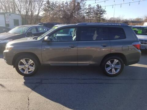 2009 Toyota Highlander for sale at Howe's Auto Sales in Lowell MA