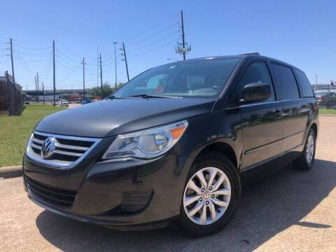 2012 Volkswagen Routan for sale at TWIN CITY MOTORS in Houston TX