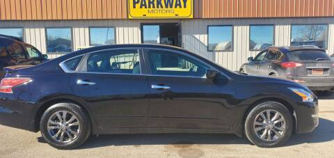 2015 Nissan Altima for sale at Parkway Motors in Springfield IL
