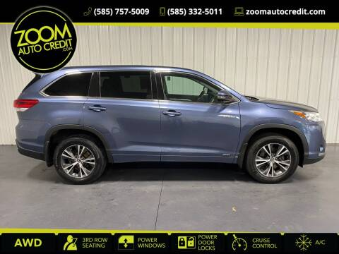 2017 Toyota Highlander Hybrid for sale at ZoomAutoCredit.com in Elba NY