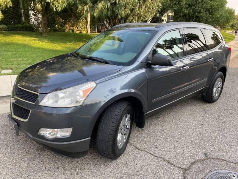 2011 Chevrolet Traverse for sale at Donada  Group Inc in Arleta CA