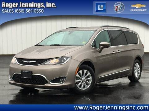 2017 Chrysler Pacifica for sale at ROGER JENNINGS INC in Hillsboro IL