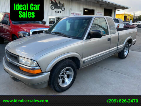 2001 Chevrolet S-10 for sale at Ideal Car Sales in Los Banos CA