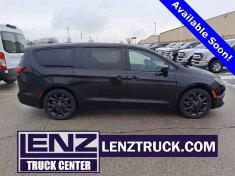 2019 Chrysler Pacifica for sale at LENZ TRUCK CENTER in Fond Du Lac WI
