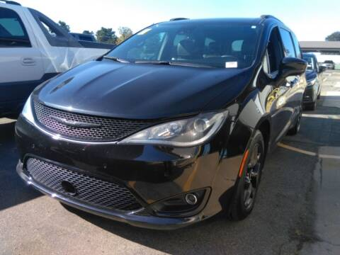 2019 Chrysler Pacifica for sale at Davidson Auto Deals in Syracuse IN