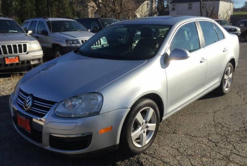 2009 Volkswagen Jetta for sale at Knowlton Motors, Inc. in Freeport IL