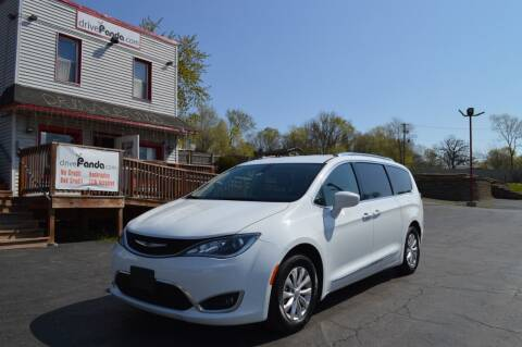 2019 Chrysler Pacifica for sale at DrivePanda.com Joliet in Joliet IL