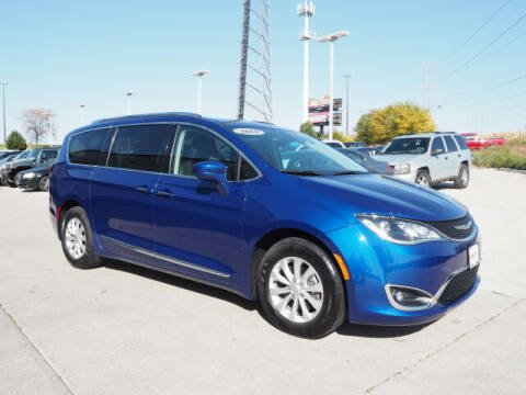 2018 Chrysler Pacifica for sale at SIMOTES MOTORS in Minooka IL