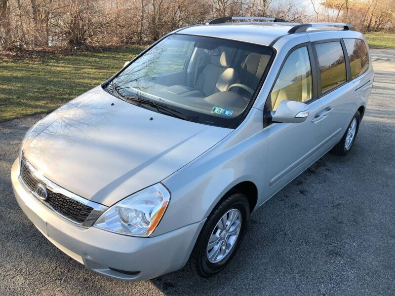 2012 Kia Sedona for sale at Linda Ann's Cars,Truck's & Vans in Mount Pleasant PA