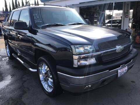 2005 Chevrolet Avalanche for sale at CAR GENERATION CENTER, INC. in Los Angeles CA