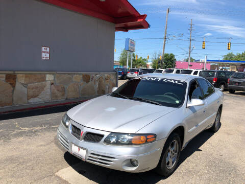 2002 Pontiac Bonneville for sale at Drive Max Auto Sales in Warren MI
