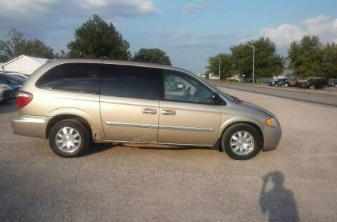 2006 Chrysler Town and Country for sale at BRETT SPAULDING SALES in Onawa IA