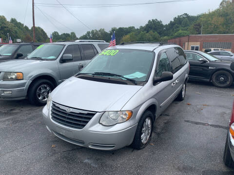 2007 Chrysler Town and Country for sale at Wheel'n & Deal'n in Lenoir NC