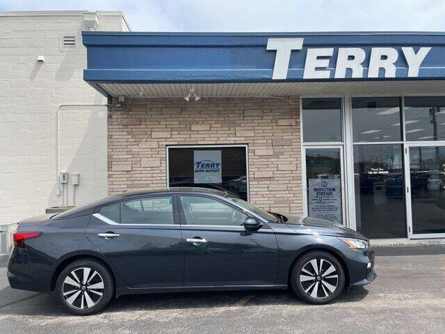 2019 Nissan Altima for sale at Terry Auto Outlet in Lynchburg VA