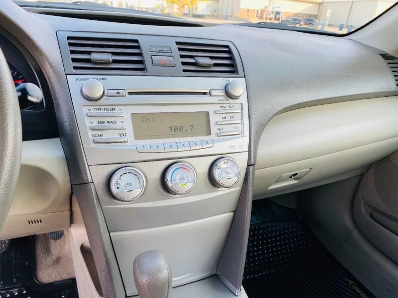 2010 Toyota Camry LE 4dr Sedan 6A - Saint Francis WI