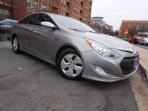 2012 Hyundai Sonata Hybrid for sale at H & R Auto in Arlington VA