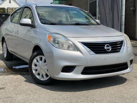 2012 Nissan Versa for sale at Illinois Auto Sales in Paterson NJ