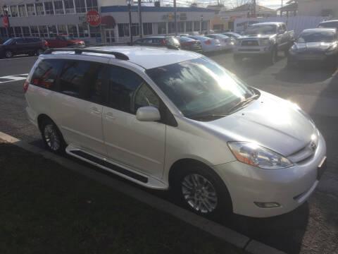2007 Toyota Sienna for sale at UNION AUTO SALES in Vauxhall NJ
