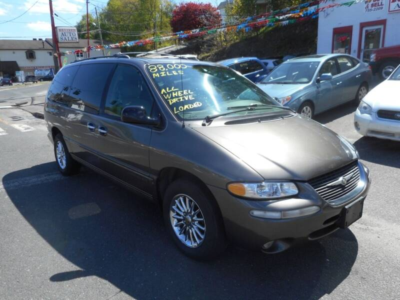 1999 Chrysler Town and Country for sale at Ricciardi Auto Sales in Waterbury CT