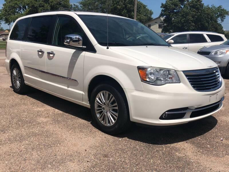 2013 Chrysler Town and Country for sale at El Tucanazo Auto Sales in Grand Island NE