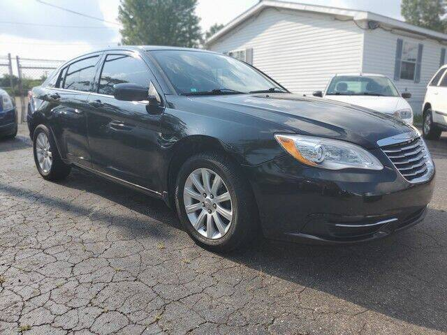2013 Chrysler 200 for sale at Paramount Motors in Taylor MI