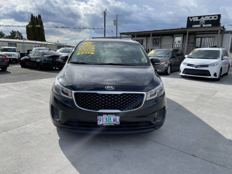 2015 Kia Sedona for sale at Velascos Used Car Sales in Hermiston OR
