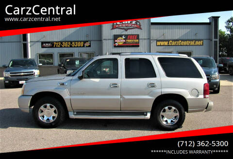 2005 Cadillac Escalade for sale at CarzCentral in Estherville IA