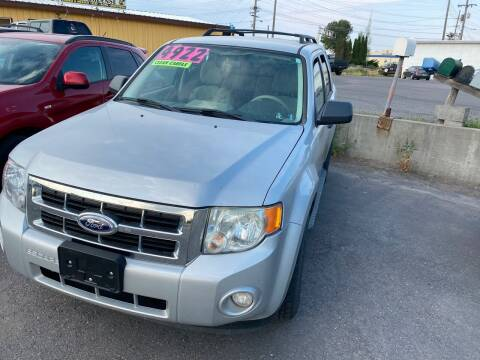 2008 Ford Escape for sale at BELOW BOOK AUTO SALES in Idaho Falls ID