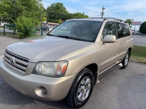 2004 Toyota Highlander for sale at Diana Rico LLC in Dalton GA