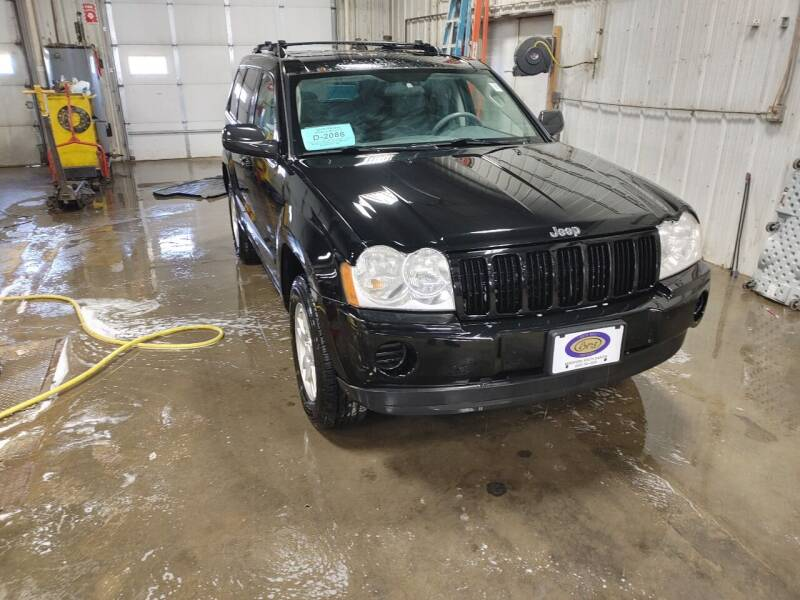 2007 Jeep Grand Cherokee for sale at BERG AUTO MALL & TRUCKING INC in Beresford SD