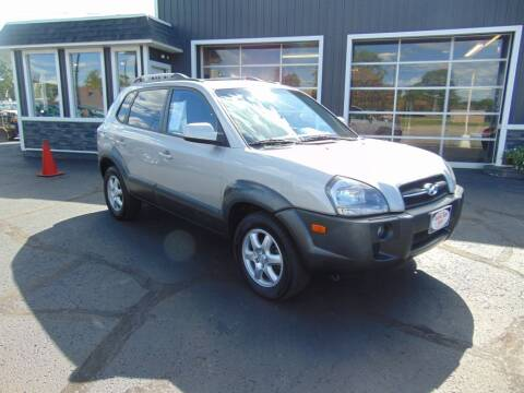 2005 Hyundai Tucson for sale at Akron Auto Sales in Akron OH