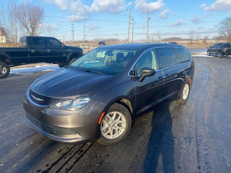 2018 Chrysler Pacifica for sale at CarSmart Auto Group in Orleans IN