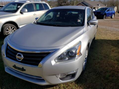 2013 Nissan Altima for sale at Scarletts Cars in Camden TN