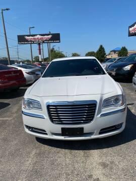 2013 Chrysler 300 for sale at Washington Auto Group in Waukegan IL