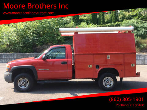2005 GMC Sierra 2500HD for sale at Moore Brothers Inc in Portland CT