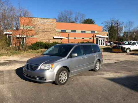 2013 Chrysler Town and Country for sale at DILLON LAKE MOTORS LLC in Zanesville OH