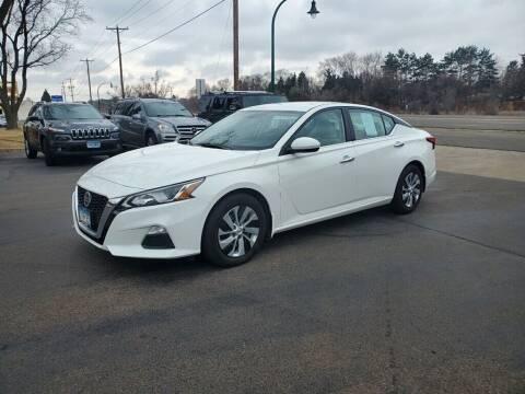 2019 Nissan Altima for sale at Premier Motors LLC in Crystal MN